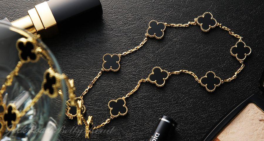 アルハンブラ:可憐なモチーフを彩るノスタルジアな宝石たち