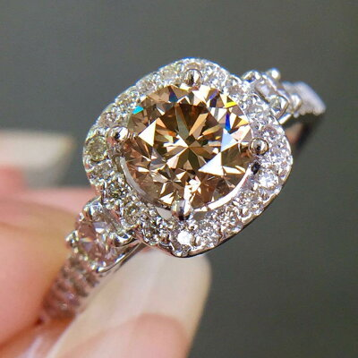 ちょっと不良な大人に似合う琥珀色に輝くダイヤモンド