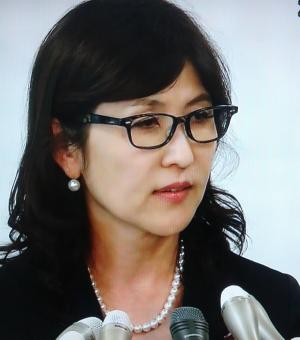 稲田朋美パールネックレス