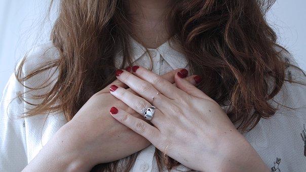 指輪の変形は叩いて直す(画像)変形しにくいリングとは