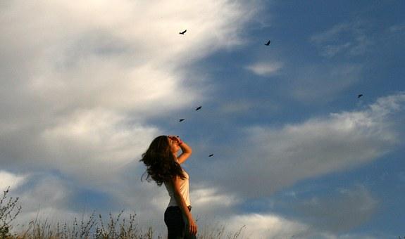 自由の象徴「鳥」がささやく神からのメッセージ-酉-鷹-孔雀-小鳥-白鳥