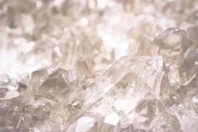 水晶・ロッククリスタル効果:宝石界の最大派閥:石英一族の代表