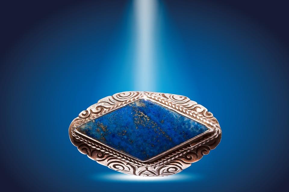 ラピスラズリ:12月誕生石-夜空の星を纏った東洋の七宝