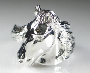 馬のモチーフ指輪
